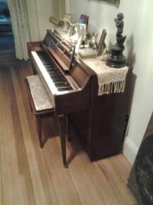 Spinet Piano Asking $400